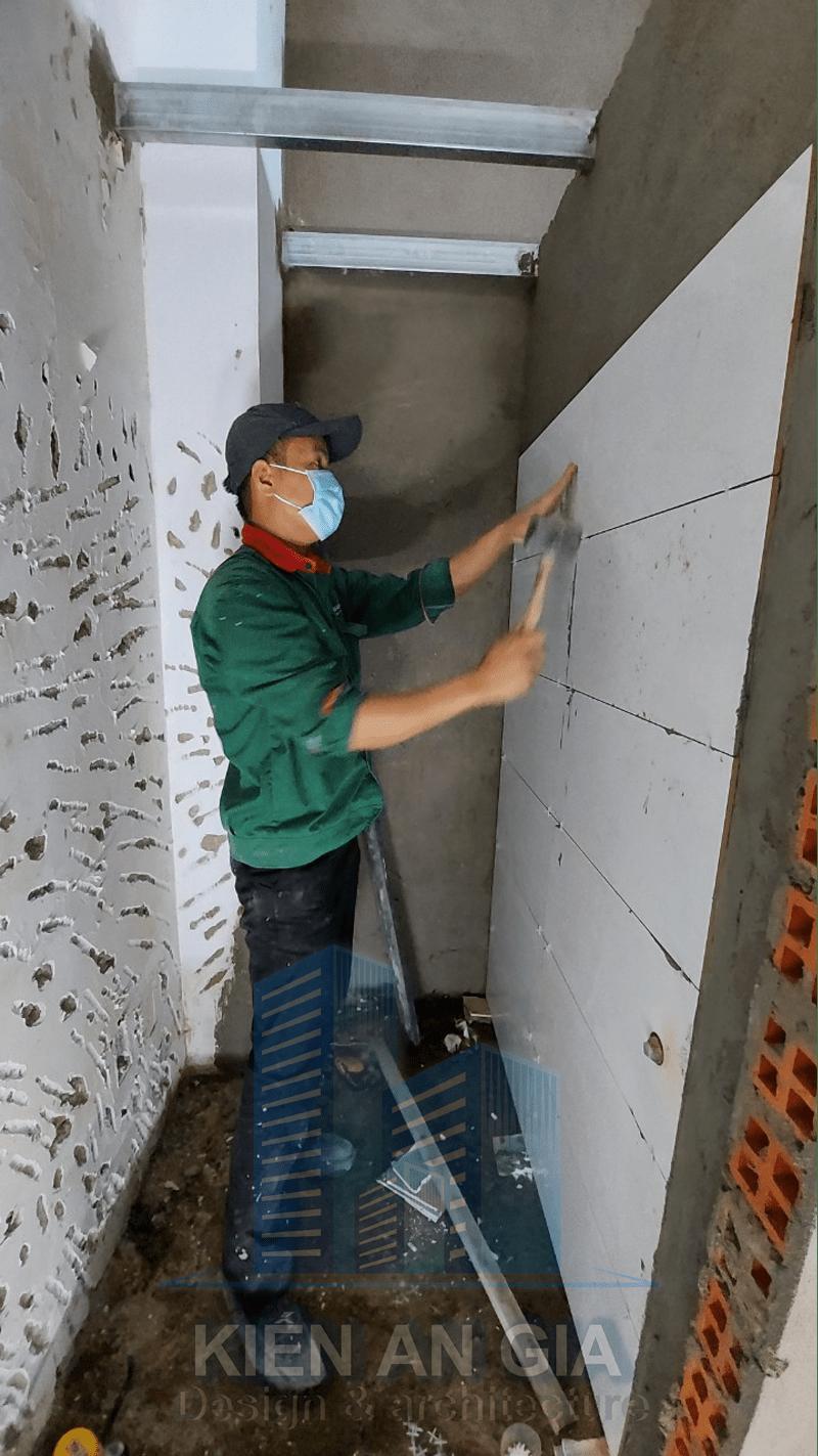 thi công ốp gạch tường.